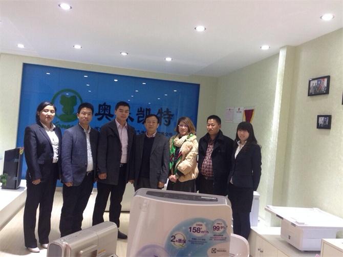 金总参加郑州王女士成为舒尔环保科技河南总代理现场